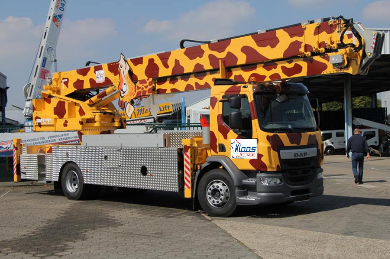 un camion grue girafe sur le stand klaas all road au jdl med de marseille du 12 au 14 octobre. Black Bedroom Furniture Sets. Home Design Ideas