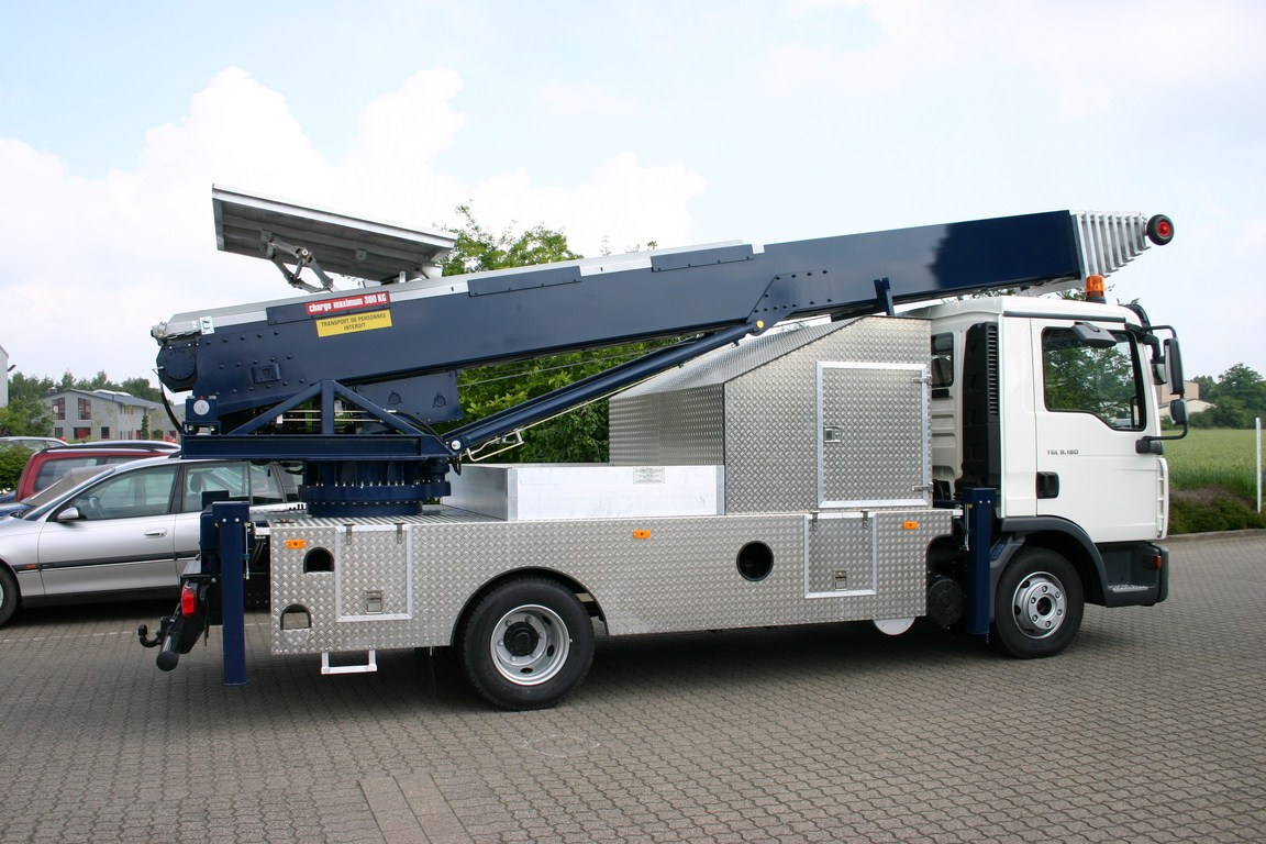Camion monte meuble 56m klaas for Demenagement monte meuble